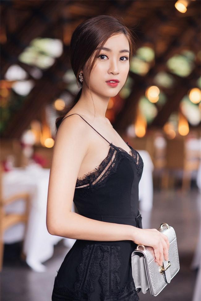 """Hoa hậu Đỗ Mỹ Linh khoe vẻ đẹp trong sáng và nụ cười """"như ...  Hoa hậu Đỗ..."""