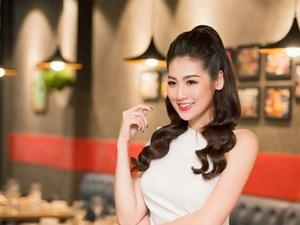 Á hậu Tú Anh xách túi 300 triệu dự event