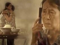 Hành động của người mẹ mù khiến triệu trái tim xúc động