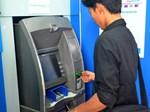 Sau SMS banking và Mobile Banking, Vietcombank lại tăng phí rút tiền qua ATM-2