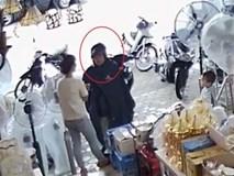Công an truy tìm kẻ trộm ví người mua hàng trong 40 giây