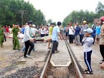 Hiện trường vụ tàu hỏa tông xe Innova làm 4 người chết ở Bình Định
