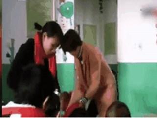 Giáo viên thản nhiên đánh học sinh câm điếc để dạy dỗ gây phẫn nộ