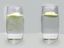 Cách phân biệt sữa bột thật và giả chỉ nhờ một cốc nước nóng