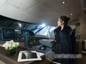 Lý Nhã Kỳ đẹp kiêu sa trong du thuyền triệu đô dát vàng tại Hongkong
