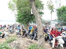 """Chùm ảnh: Nhiều người dân """"cày nát"""" đường ven hồ Linh Đàm để thoát khỏi cảnh tắc đường ngày nghỉ lễ"""