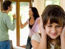 Lý do cha mẹ cần dừng ngay cãi nhau trước mặt con
