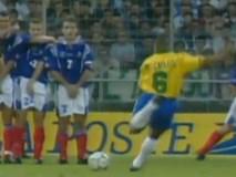 Pha sút phạt kinh điển của Roberto Carlos