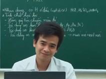 """Thầy giáo dạy Hóa hát Duyên Phận phiên bản """"Axit - Bazơ"""" khiến dân mạng thích thú"""