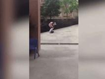 Bé gái bị cô giáo túm tóc và kéo lê dã man trên đường trở về lớp