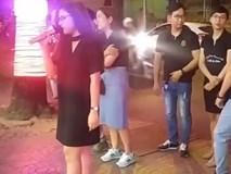 Thiếu nữ gây náo loạn cả khu phố vì hát hay lại còn quá xinh