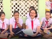 Học sinh lớp 4 hướng dẫn bạn nữ phòng chống xâm hại tình dục
