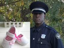 Nhận tin cô bé ăn trộm đôi giày 2USD về cho em gái, viên cảnh sát đã có hành động khiến ai cũng bật khóc