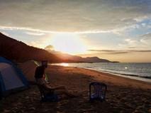 Tái tạo năng lượng bằng việc cắm trại đêm, đón bình minh ở biển Vĩnh Hảo