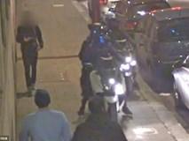Khách du lịch ở Anh bị băng cướp bao vây giữa phố