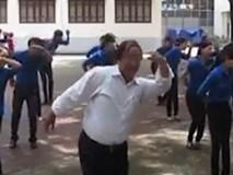 """Clip: Điệu nhảy """"Đàn gà con"""" cực dễ thương của Phó Giám đốc Nhà thiếu nhi Đà Nẵng gây bão mạng"""