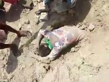 Thiếu nữ bị chôn sống gần 2 giờ chỉ vì gia đình không bán đất cho nhà giàu