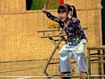 Bé gái 4 tuổi độc diễn vai bà tám làm bùng nổ gameshow hài