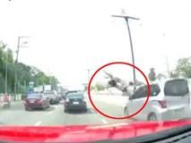 Nghe điện thoại lúc qua đường, người phụ nữ gặp tai nạn thảm khốc