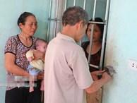Bi kịch cuộc đời người mẹ đơn thân bị nhốt trong cũi sắt sau sinh con