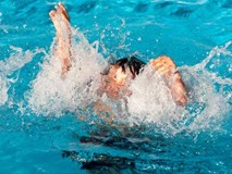 Tắm biển, 7 học sinh lớp 9 bị sóng cuốn