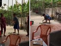 'Cười bò' với clip thanh niên loay hoay học cách vẩy rau sống