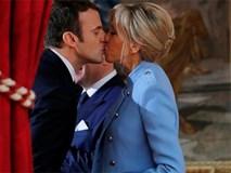 Giữa làn sóng tranh cãi, nụ hôn trong lễ nhậm chức chính là câu trả lời ngọt ngào nhất của vợ chồng tân Tổng thống Pháp