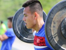 """U20 Việt Nam nhồi thể lực bằng """"món tạ"""" ở Hàn Quốc"""