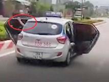 Lý do bất ngờ khiến chiếc taxi mở bung cửa lao nhanh trên phố