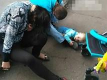 Bé trai khóc thảm thiết giữa phố trong khi bố mẹ vẫn say rượu mềm rũ gây phẫn nộ