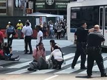 Quảng trường Thời đại la liệt người bị thương sau vụ đâm xe