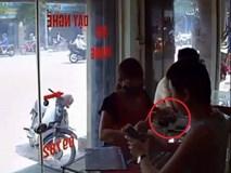 """Clip: Chủ cửa hàng bị """"nữ quái"""" qua mặt, trộm iPhone ngay trước mặt"""