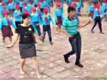 Thầy cô giáo nhảy cùng học sinh tiểu học đầy ấn tượng