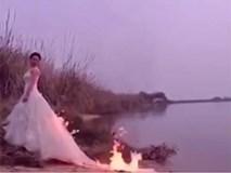 Cô dâu liều mạng đốt váy tạo dáng chụp ảnh cưới 'độc'