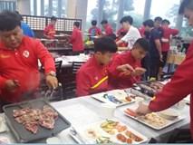 Bữa ăn của U20 Việt Nam tại khách sạn