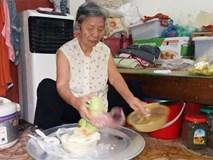 Giữa thủ đô có một cụ bà 84 tuổi nuôi 2 con tâm thần bằng đồng lương hưu