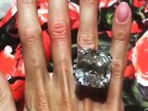 Đại gia tặng vợ nhẫn kim cương hơn 200 tỷ đồng