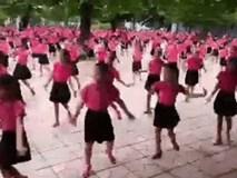 Mãn nhãn với màn đồng diễn nhảy khiêu vũ của học sinh trường Trưng Vương