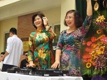 Nữ hiệu trưởng mặc áo dài, chơi DJ trong lễ bế giảng