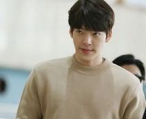 Kim Woo Bin từng cố gắng trì hoãn việc điều trị ung thư và giấu bệnh với bố mẹ