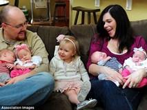 """Chỉ chuyển 2 phôi thai, mẹ """"sốc nặng"""" khi nhìn màn hình siêu âm ra 4 em bé"""