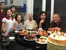 NSND Hồng Vân mừng tuổi 51 bên gia đình