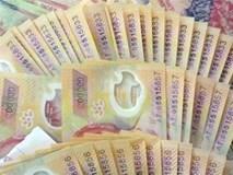 Liều mạng mang khối tiền giả lớn đến ngân hàng gửi, lập tức bị bắt