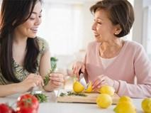 """Những chiêu cực đỉnh chinh phục mẹ chồng khó tính như mẹ chồng Vân trong """"Sống chung với mẹ chồng"""