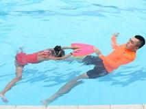 Mùa hè trẻ đi bơi nhiều, đây là cách để giúp trẻ tránh bị viêm tai giữa