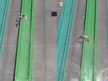 Đi chơi công viên nước, bé trai 10 tuổi bị văng khỏi đường trượt ngay trong ngày khai trương