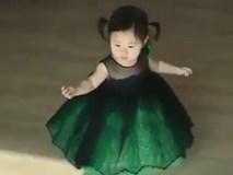 Công chúa váy bồng chũn chĩn đáng yêu nhất trần đời