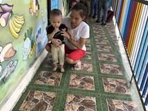 Sự thật đoạn video cháu bé ở cơ sở mầm non tư thục quỳ trên thềm khóc gắt