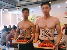 Dàn trai đẹp 6 múi phục vụ trong quán ăn ở Hà Nội nhận được nhiều ý kiến trái chiều
