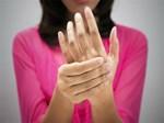 Tê tay dấu hiệu cảnh báo hàng loạt bệnh nguy hiểm-2